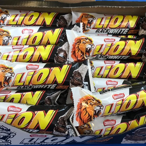 Black & White Lion Bars - box 40